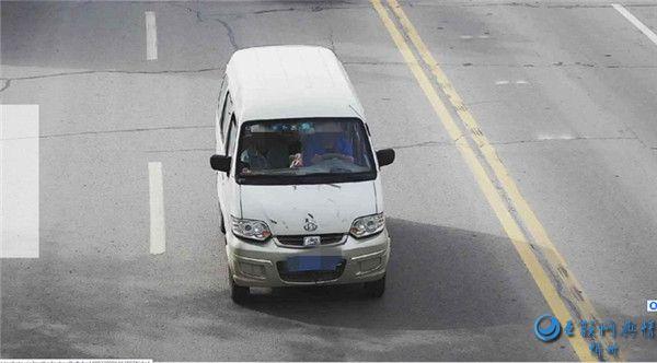 开车不系安全带 事故来时终是害