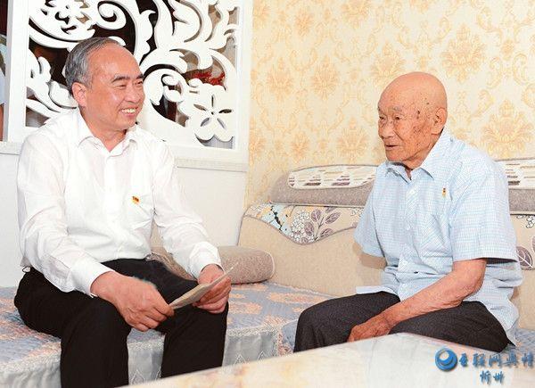 林武在忻州市看望慰问基层党员