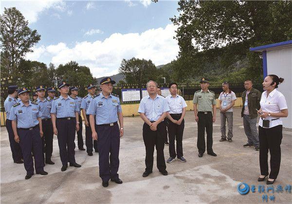 空军脱贫攻坚互检督导第一工作组在代县滩上镇鄂石滩村督查指导工作