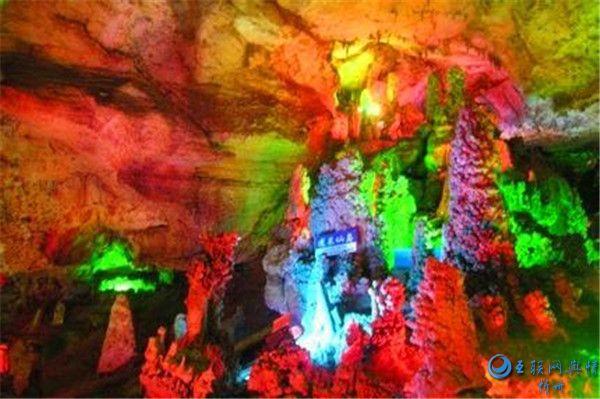 它是山西第一溶洞,洞内九曲会环,景象万千!