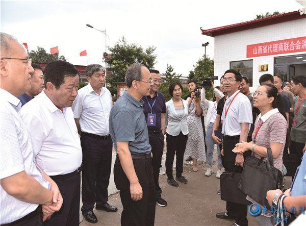 忻州市领导郑连生朱晓东在代县看望脱贫攻坚普查工作人员