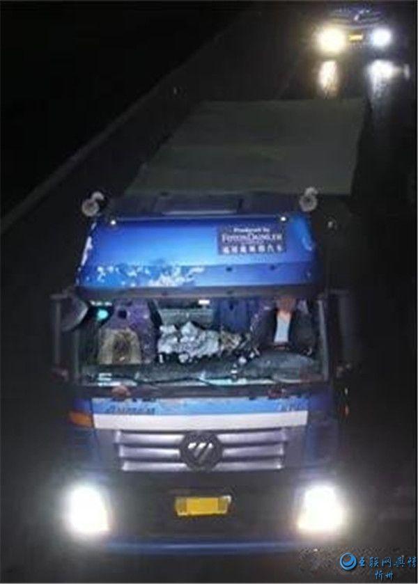 繁峙交警大队曝光三起大货车司机未系安全带违法行为
