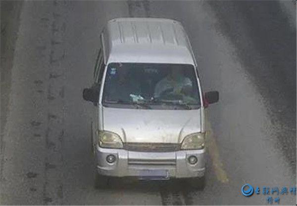 繁峙交警大队曝光三起农村面包车司机未系安全带违法行为