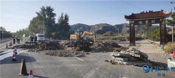 忻州原平:公路塌方车辆请绕行