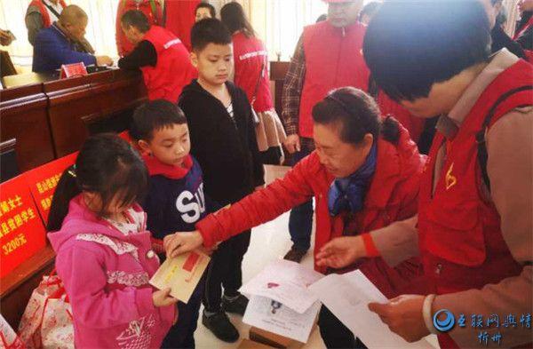 跨越千里的爱心公益活动 温暖了贫困孩子的心