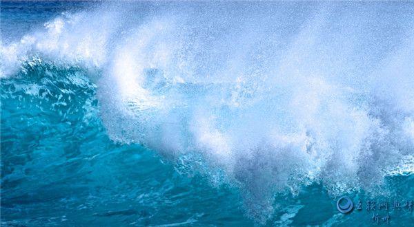 波涛汹涌的海浪图片