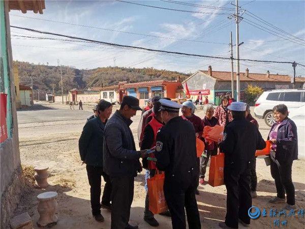 静乐交警开展秋季交通安全宣传进农村活动