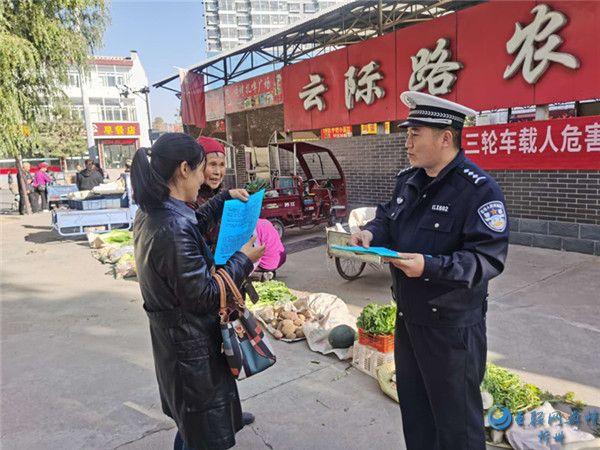 """岢岚交警大队走进辖区开展""""七进""""交通安全宣传活动"""