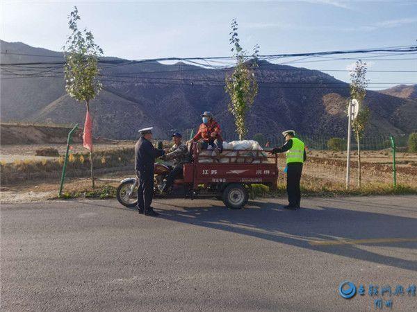 岢岚交警提醒:注意!三轮车载人是违法的