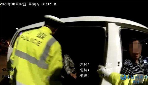 五台交警查处一起农村面包车超员违法行为