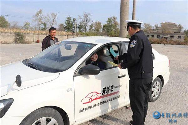 五台交警积极开展交通安全七进宣传教育活动
