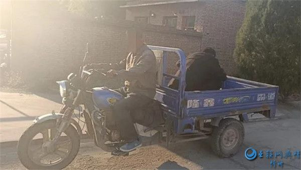 繁峙公安交警查处一起农用三轮车载人严重交通违法行为