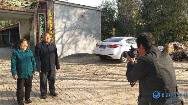 """中和农信泊头分公司开展""""定格光阴 爱在重阳""""公益拍照活动"""