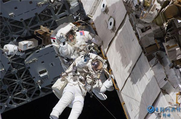太空中的宇航员组图