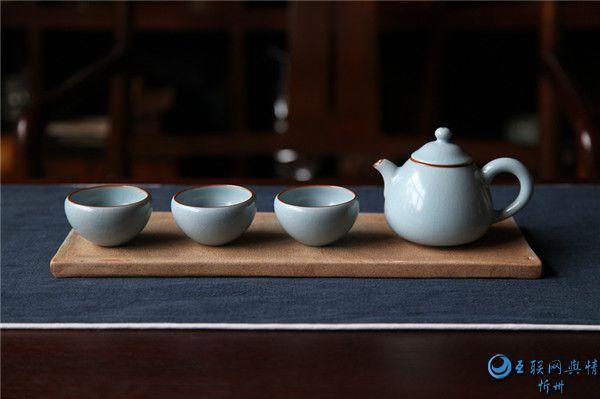 喝了这么久茶 茶壶嘴不能对着人你知道吗?