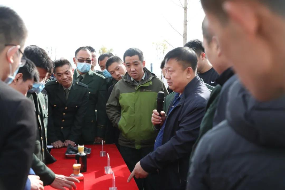 省委党校组织退役士官培训班学员来新石公司参观