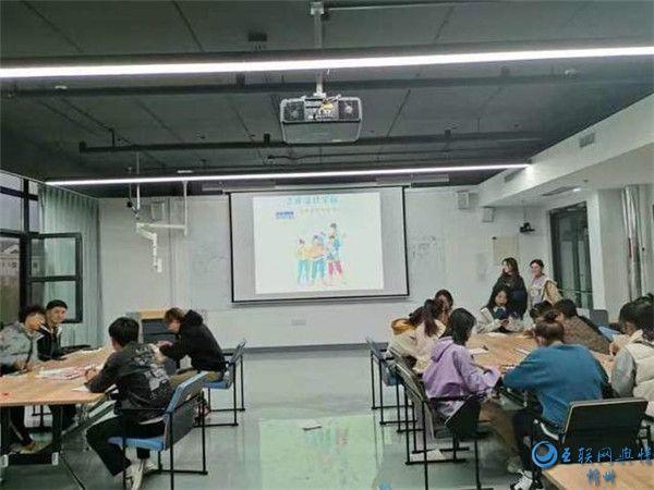 """用阅读绘画陶冶情操 大学生志愿者开展""""世界青年节""""公益活动"""
