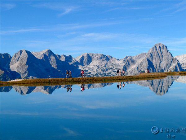 美丽的湖泊倒影风景图片