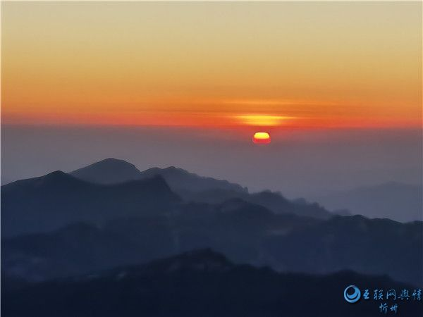 五台山:你看那晚霞的颜色 就知道是有故事的风景
