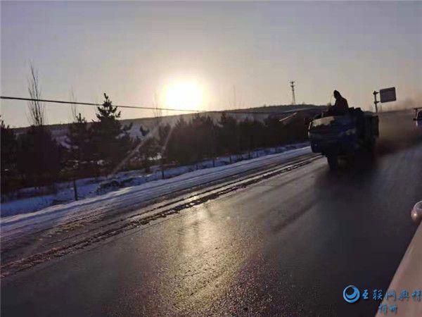 岢岚一三轮车违法载人 驾驶员被罚