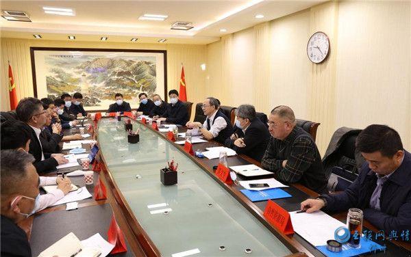 郑连生朱晓东与天合光能考察团举行工作会谈