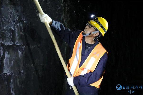 """【你不知道的春运】北同蒲线上的""""隧道除冰人"""""""