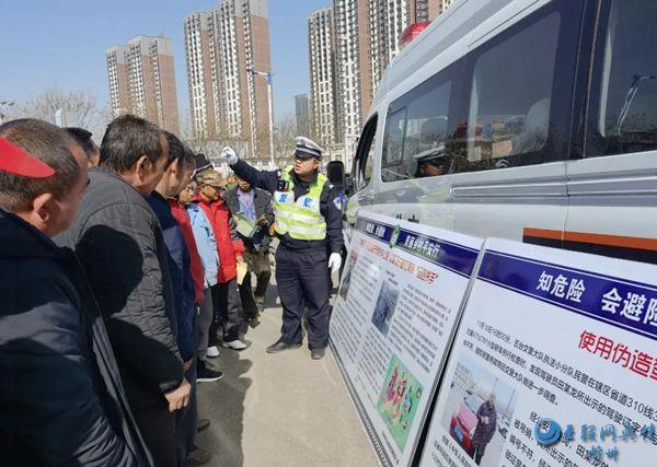 """忻州公安交警全力开展交通安全""""七进""""宣传活动"""