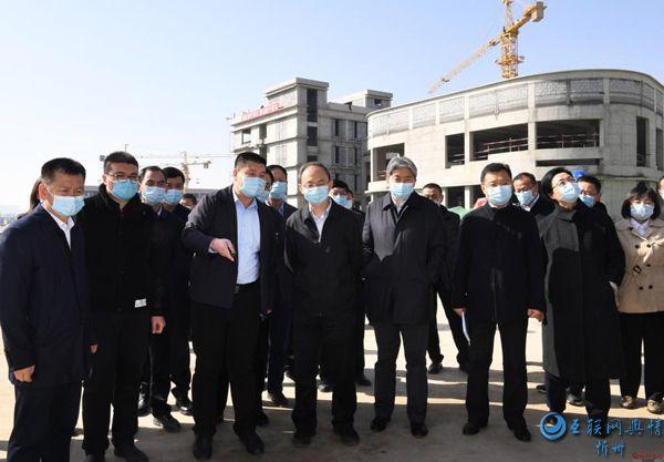 郑连生在忻州师院新校区搬迁项目工地现场办公