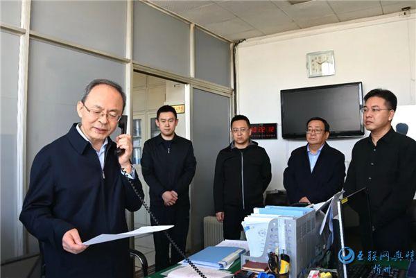 郑连生检查清明节期间值班值守工作情况