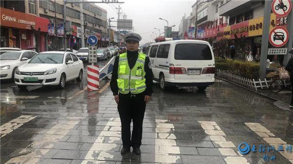 代县公安交警护学行动在路上