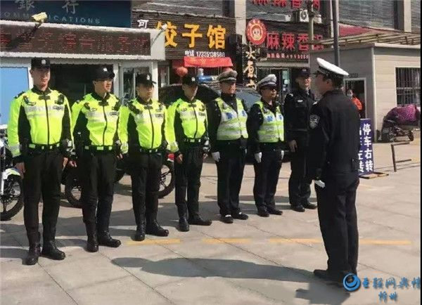 忻州交警与特警联合巡逻整治交通违法行为