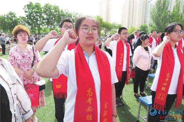忻州实验中学校举行高三学生成人仪式暨毕业典礼