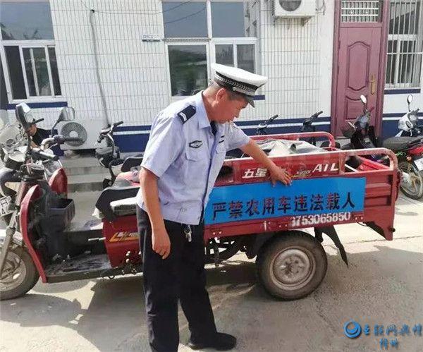 河曲交警大队:农用三轮车违法上路 及时制止消除隐患