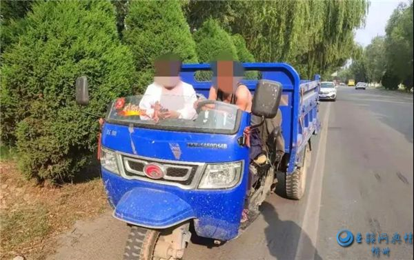 原平:农用车违法载人大曝光
