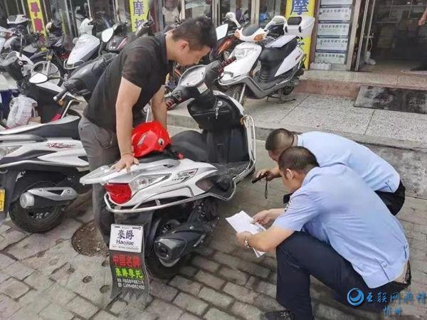 河曲交警深入摩托车销售门店开展上门服务
