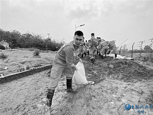抢险救援查隐患 山西消防奋战在河南