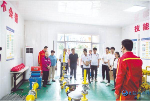 中国石油大学大学生社会实践与志愿服务基地在保德揭牌