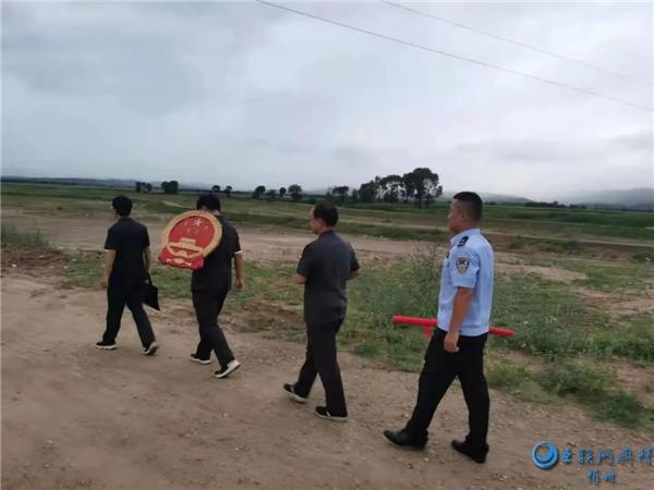 忻府区法院巡回法庭在农村一线以案说法