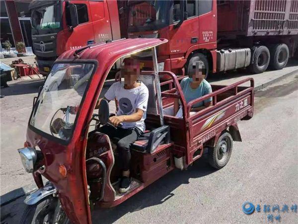 偏关:农用三轮车违法载人被举报查处
